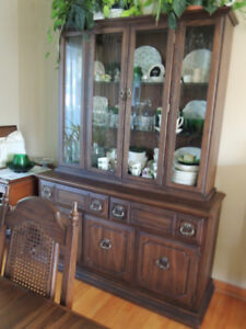 BEAUTIFUL DINING ROOM HUTCH AND GLASS CABINET.