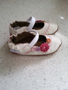 Robeez 12-18 month Flowers shoes