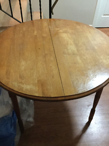 solid wood dining table and 4 mismatch chairs free delivery