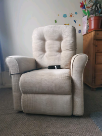 Electric rise and recline chair, can be delivered