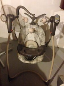 Graco Baby Swing (plug in)