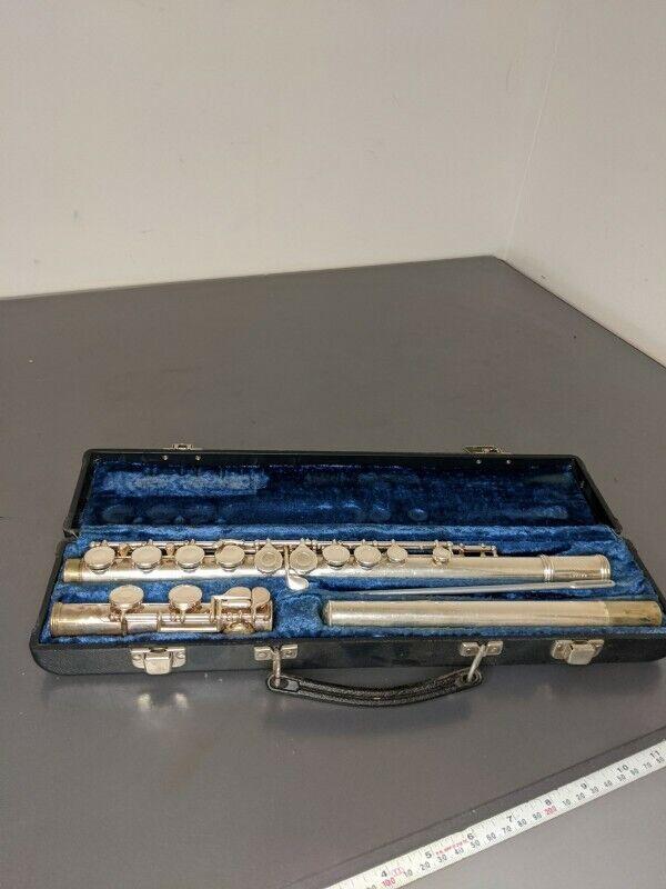 Vintage Gemeinhardt Elkhart, Ind 2SP Flute w/ Case Serial #E98878, Silver