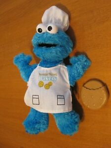 SESAME STREET SMALL COOKIE MONSTER BAKER/CHEF DOLL WITH COOKIE