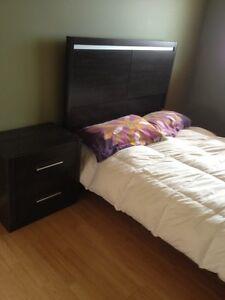 Set de chambre double pratiquement Neuf Doit vendre!!