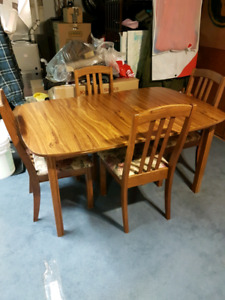 Table and Chairs Set With Hutch