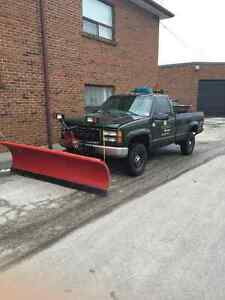 2000 GMC Sierra 2500 Pickup Truck with snow Plow and salter