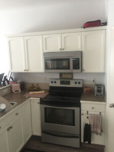 over-stove Frigidaire microwave with built in fan