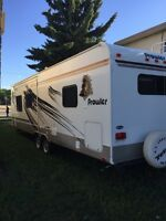 2009 fleetwood prowler  280 FKS white 28 ft. Mint condition