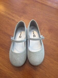 Girls shoes size 10.5