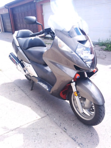 2005 Honda Silverwing 600 maxi scooter
