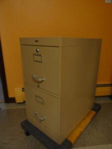 2 drawer metal filing cabinet - letter size