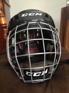 Hockey helmet with protection cage