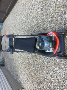HI VAC PROFESSIONAL SERIES SELF PROPELLED SNAPPER LAWNMOVER