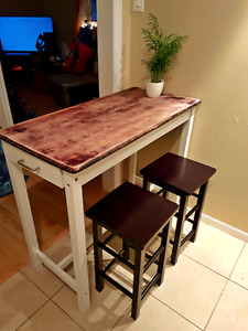 Bar style table with 2 stools