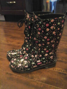 Ladies Size 7 US Chelsee Girl boots