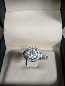 18kt gold with 1.07ctw diamond engagement ring