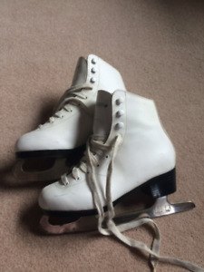 Ladies figure skates, size 6