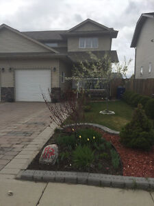 2007 Semi-detached,1400 sq.ft.on two storeys