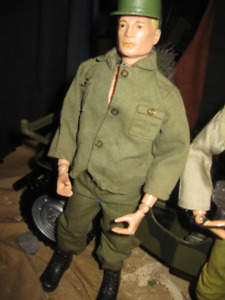 VINTAGE GI JOE 1964  PAIN HEAD VERY RARE in good shap whit unifo