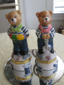 """PAIR of ADORABLE VINTAGE 5"""" CHINA """"BEAR BROTHERS"""" PILL BOXES"""