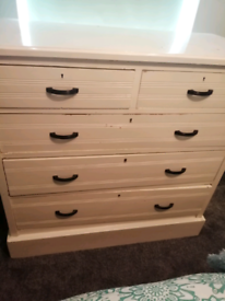 Lovely sturdy chest of drawers