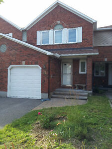 Beautiful townhouse for rent 1600 only!