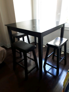 Wooden Bar table with 4 bar stools