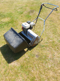 Honda self propelled lawnmower, very powerful. Starts first time