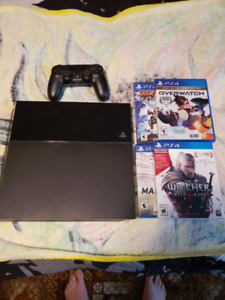 Almost new PS4 + games