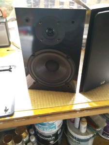 Excellent - NHT (Now Hear This) Bookshelf Speakers