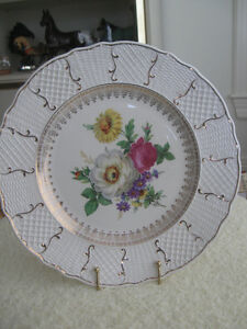 EXCEPTIONAL OLD VINTAGE 10.5 in.DECORATIVE WALL PLATE