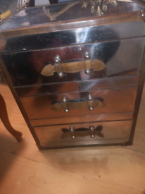 Suitcase effect lamp table
