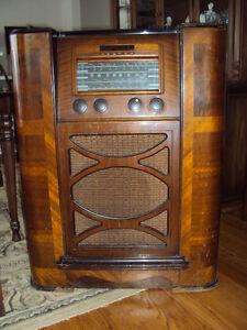 Vintage GE Console Radio