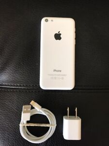 IPHONE 5c 16GB IN PERFECT CONDITION FACTORY UNLOCKED FIRM PRICE