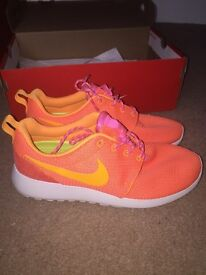 Ladies Roche Run size 5