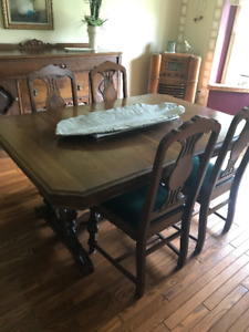 Antique Cannonball Style Dining Room Set