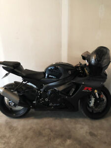 2017 GSXR 750 - ALMOST BRAND NEW , INCLUDES RIDING GEAR!