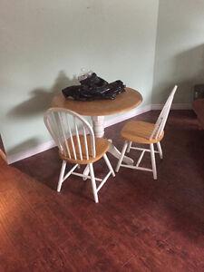 Table et deux chaises