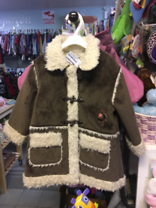 NEUF - MANTEAU FILLE - 4 ANS