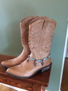 Womens Gently Worn Cowboy boots - Size 8 M