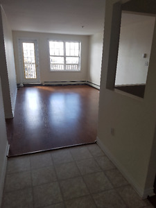 2 Bedroom, 1.5 bath, laminate Avail Immediately