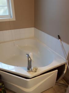 MAAX Corner Bath