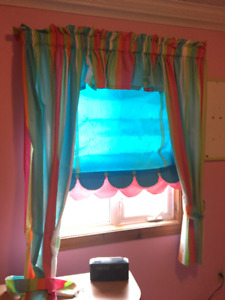 bedroom curtain and bliands
