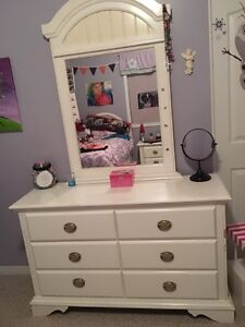 Rooms to go Dresser and night stand
