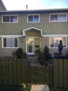 Looking for a roommate to rent asap! Strathcona County Edmonton Area image 1