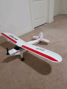 NEAR BRAND NEW RC AIRPLANE (PRICED TO SELL)