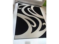 Black and cream rug 7.5 foot 5.5 wide
