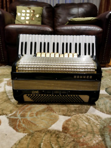 Hohner Piano Accordion (41 Keys/120 Bass) - Verdi III TrueTone