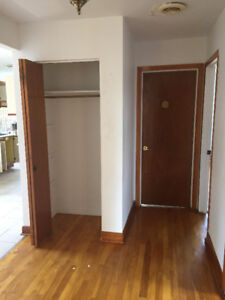 5 1/2 FOR RENT LASALLE