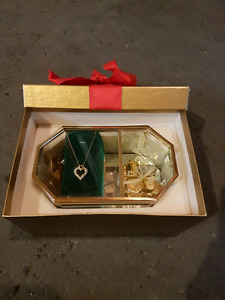 Gold heart pendant and music box